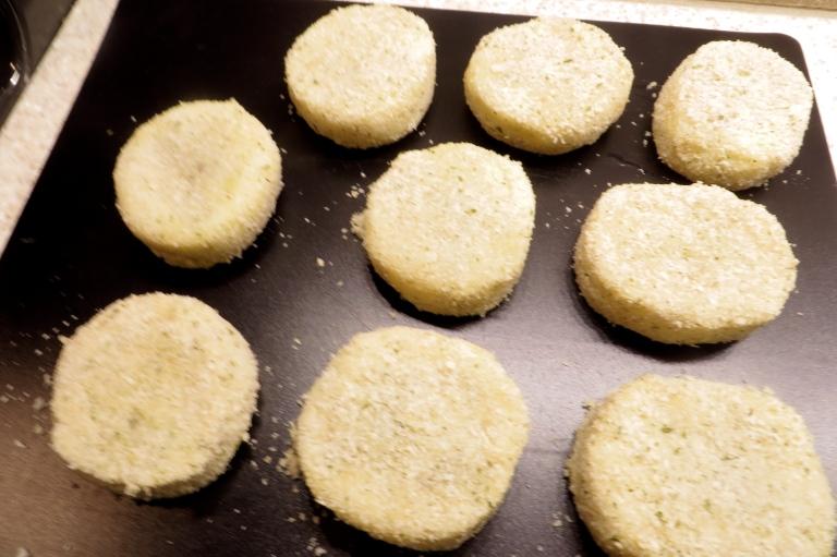 Dip in beaten egg, cover in breadcrumbs and pan fry.