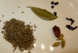 Dry spices for the pulao